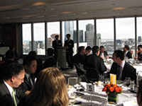 Minister Phuc addresses lunch guests in Melbourne.